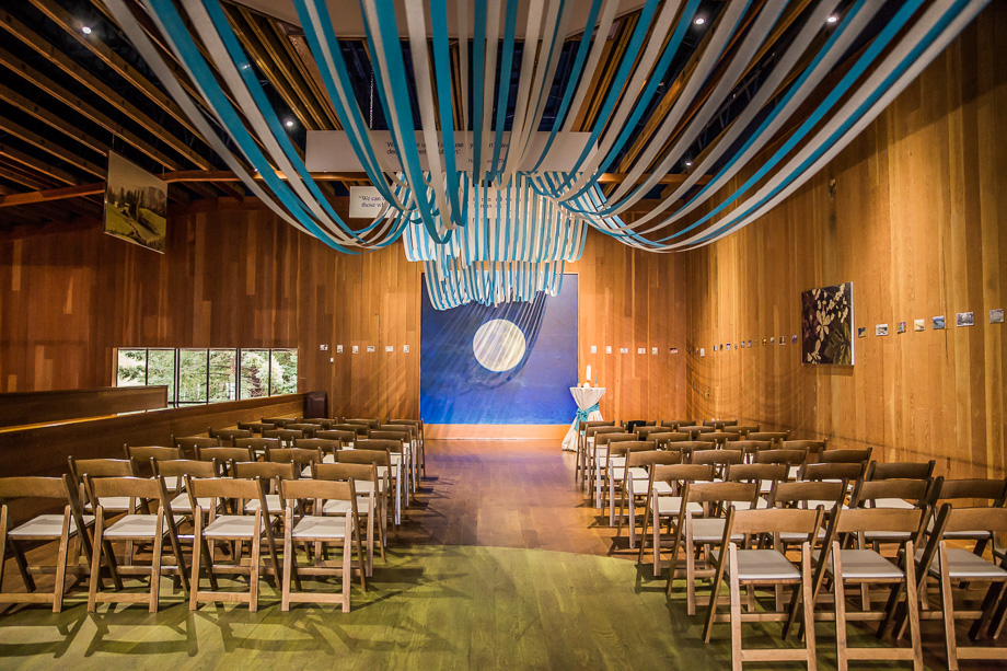 CuriOdyssey ceremony site - blue and white wedding