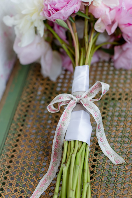bridal bouquet bow with sentimental meaning