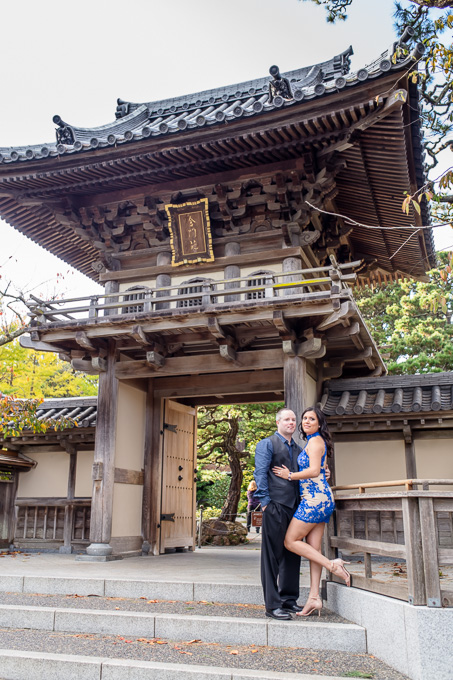 engagement photo at entrance of Japanese gardens