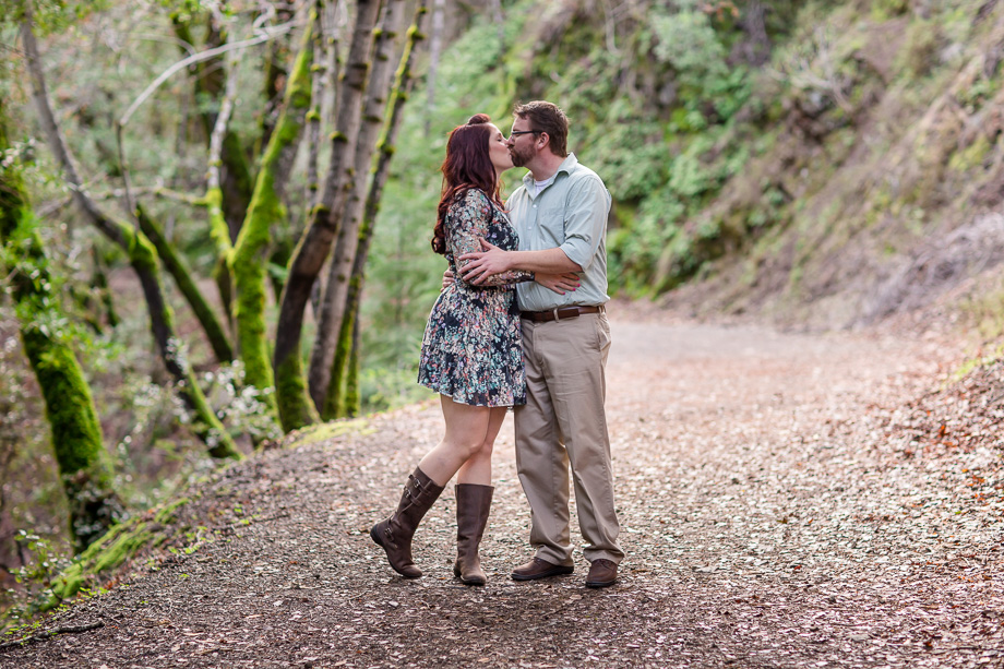 hiking trail engagement photo ideas