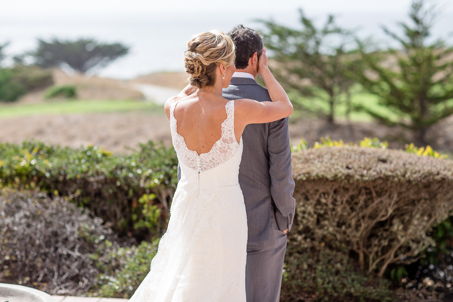 romantic first look at private backyard in half moon bay