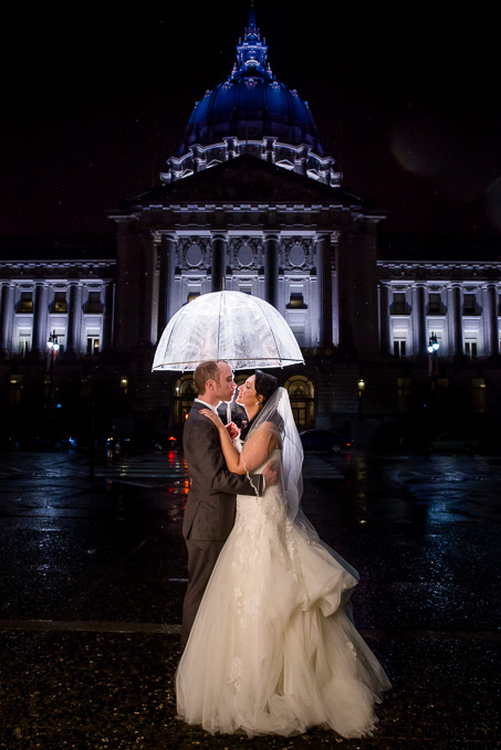 brida and groom night portrait outside the historic City Hall