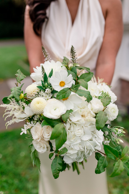 elegant bridal bouquet for this glamorous san francisco wedding