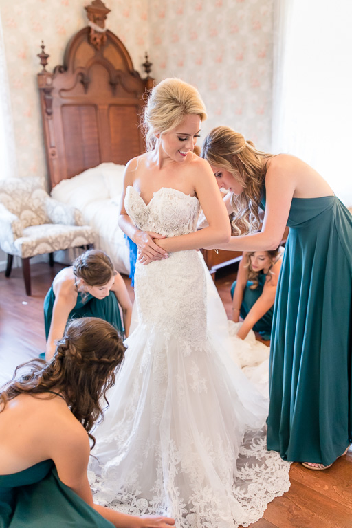 bride getting into her dress at the elliston vineyards bridal room