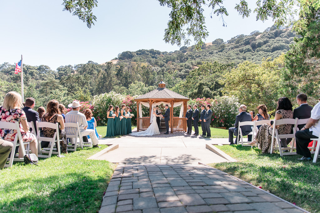 outdoor wedding at Elliston Vinyards