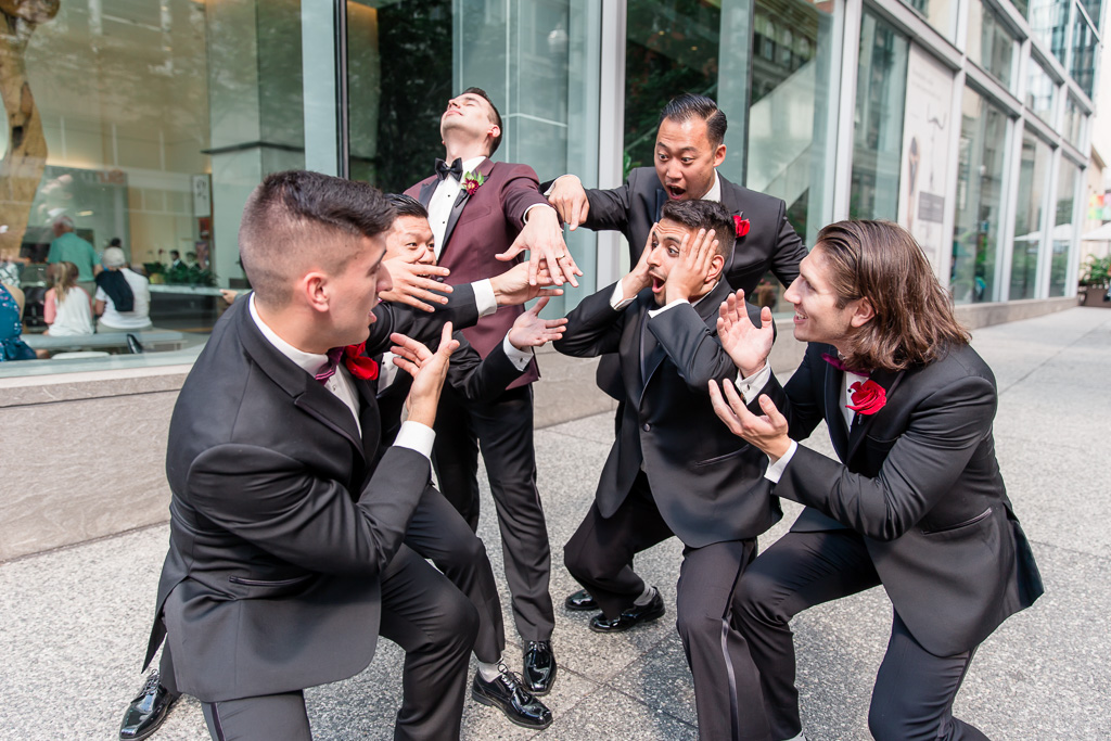 funny ring photo for the groom and groomsmen