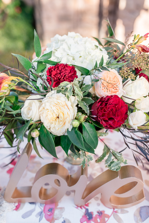 flower bouquet decor on sign in table