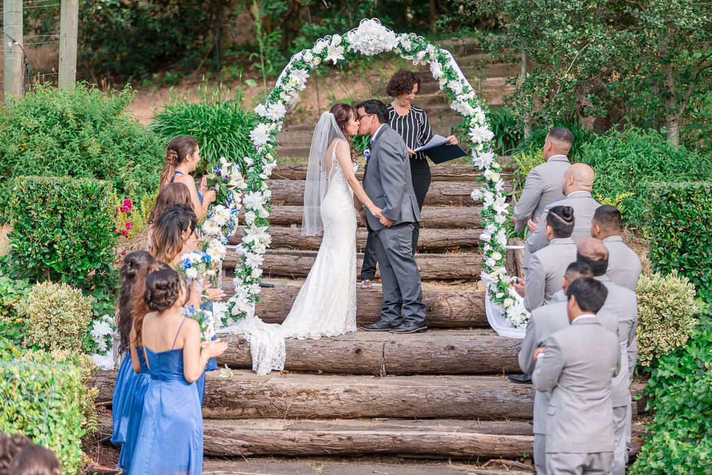 first kiss under the pretty arch