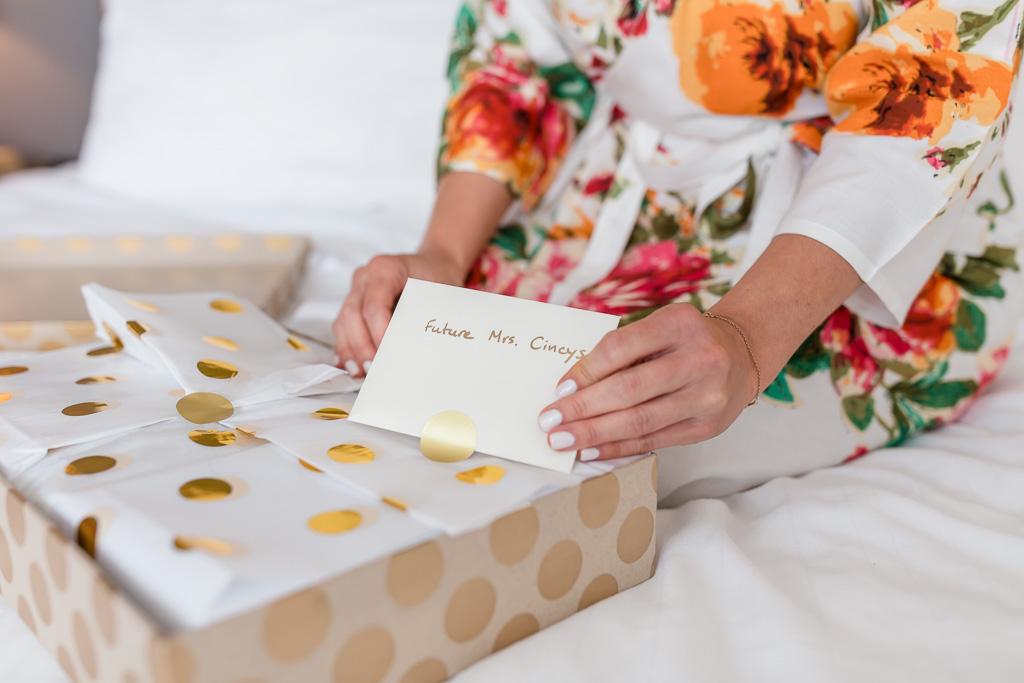 groom's sweet notes to the bride on the day-of