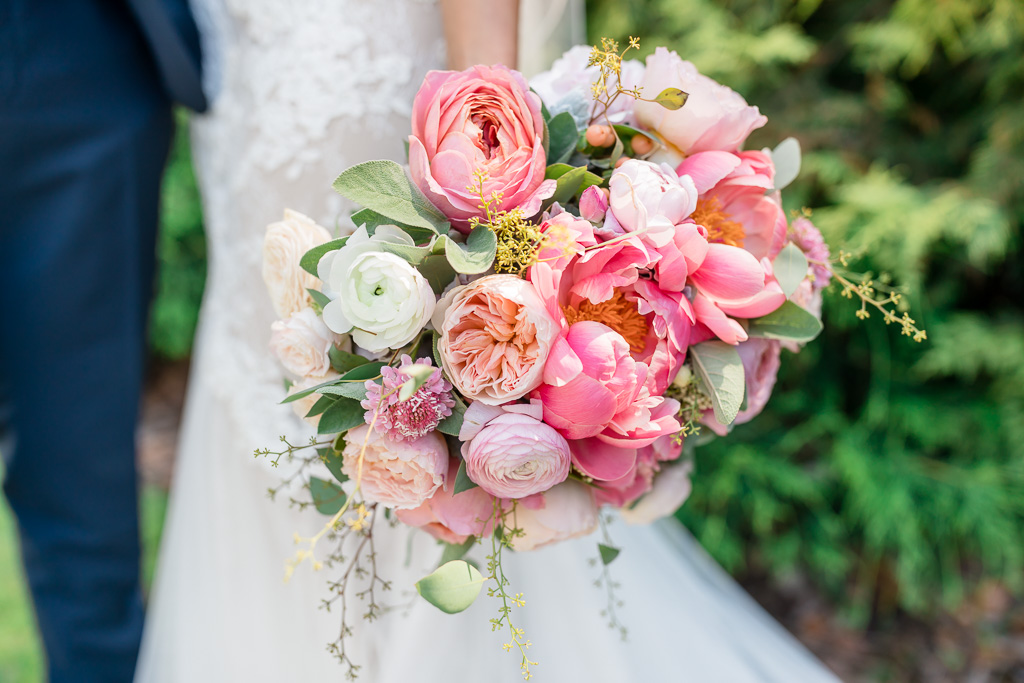 colorful and elegant bridal bouquet
