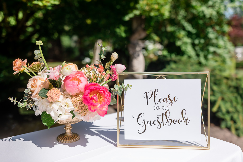 Pinteresty guest sign-in table decoration