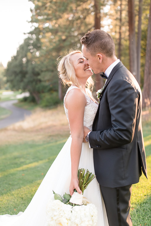 a sweet kiss after the Golf Club ceremony