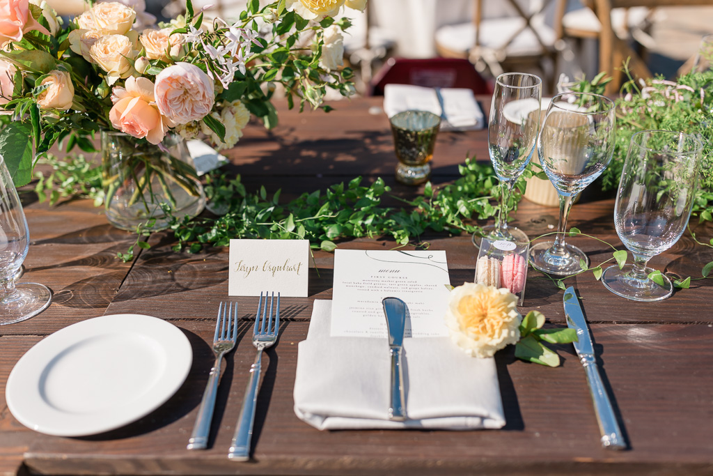 outdoor wedding dinner table setup
