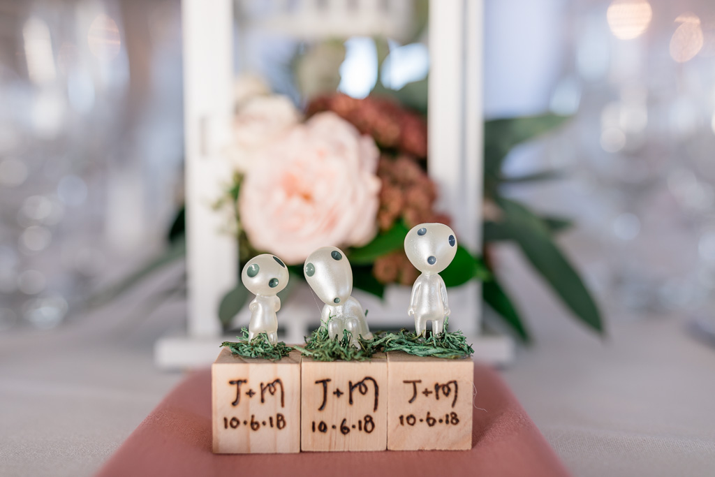 cute customized alien head wedding favors