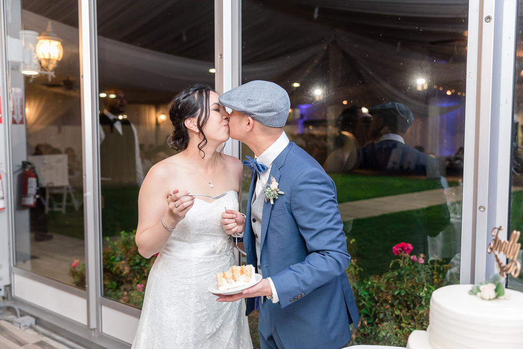 quick kiss after cutting the wedding cake