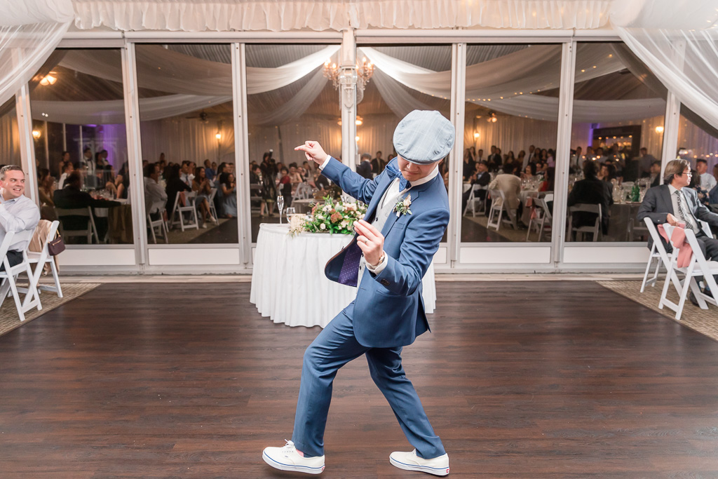 groom solo dancing