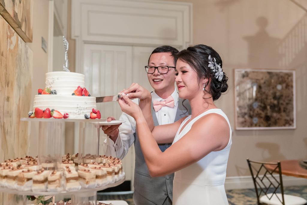 wedding cake cutting ceremony