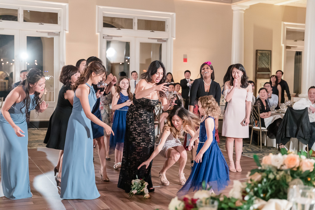 girls fighting for the bouquet