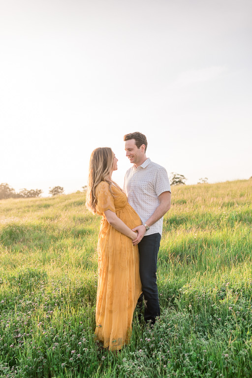 maternity photo in the Los Altos hills