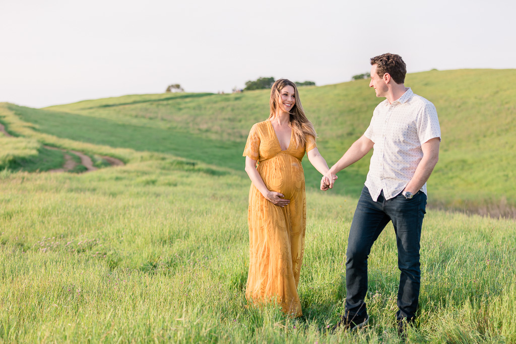 couple maternity photos at Arastradero Preserve
