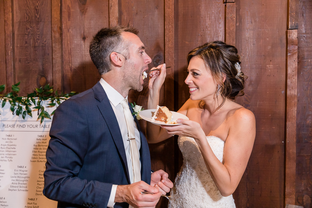 bride feeds grooms the yummy wedding cake