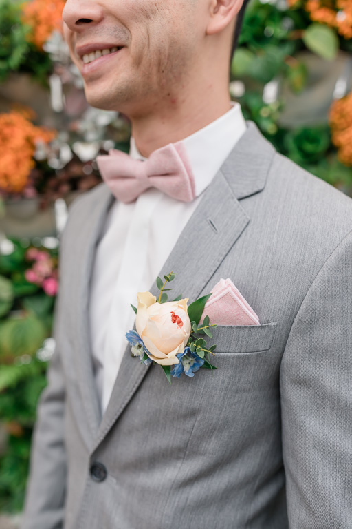 groomsman and his boutonniere