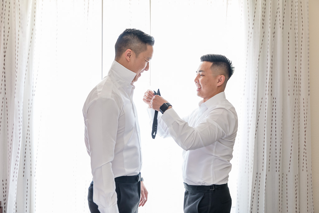 groom's bow tie moment