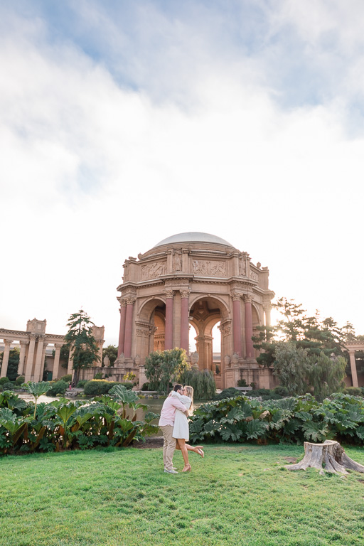 kissing in front of the pond across the Palace of Fine Arts dome