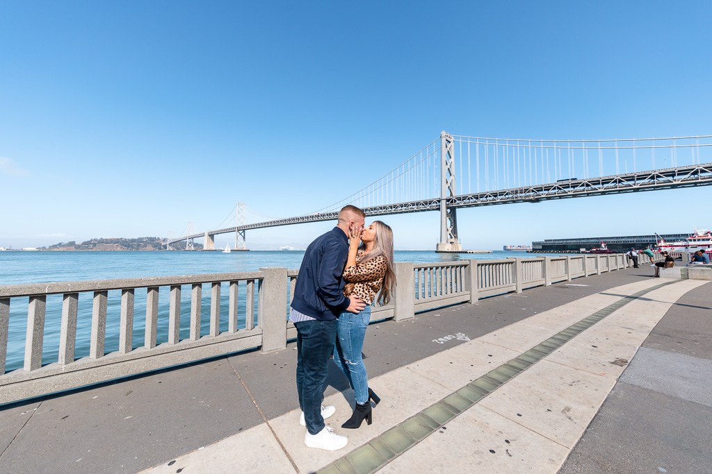 kissing in front of the iconic bridge