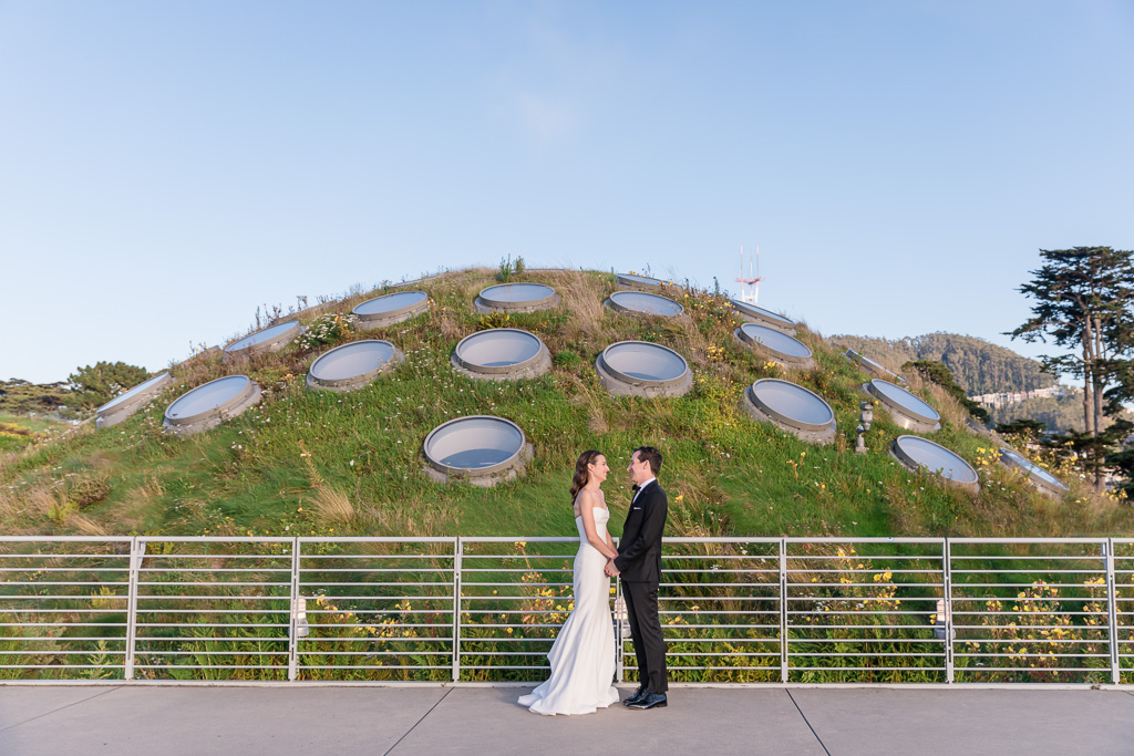 Cal Academy rooftop wedding photo