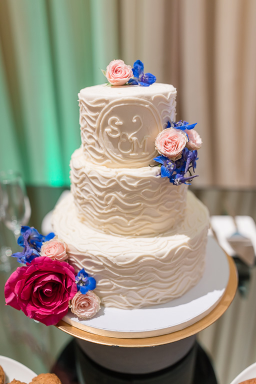 a simple wedding cake for cutting