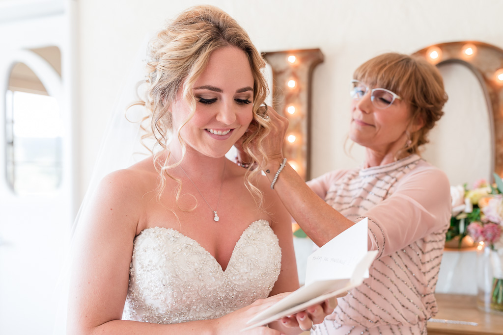 bride reading groom's sweet note before seeing each other
