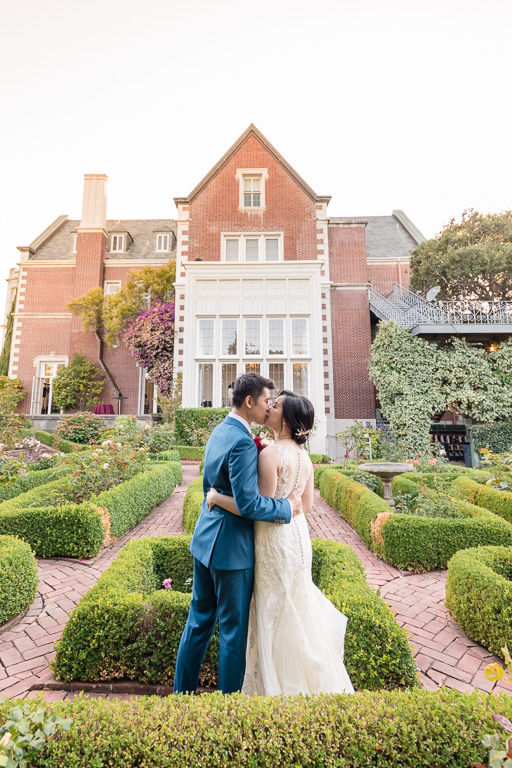 romantic and elegant Kohl Mansion outdoor wedding