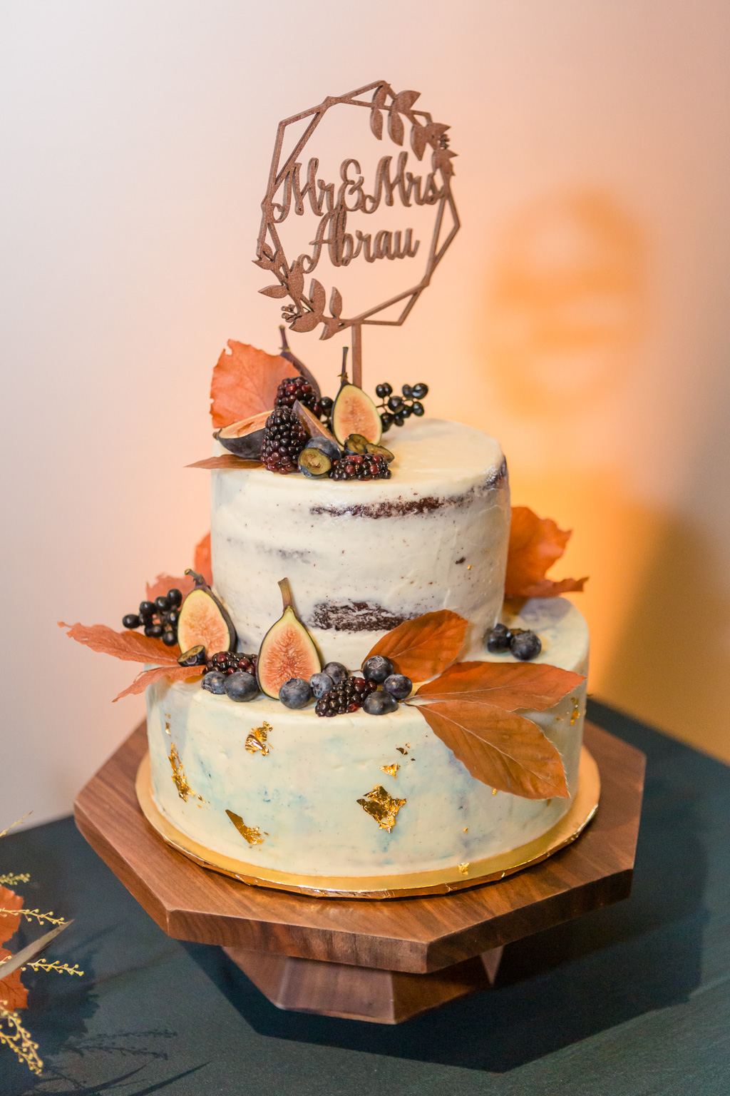 beautiful Fall themed wedding cake