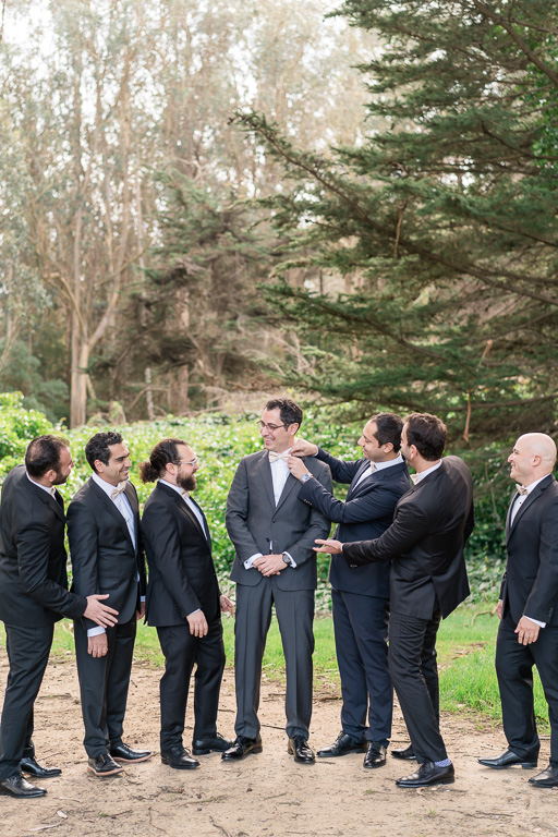 outdoor funny photo of the groom and groomsmen