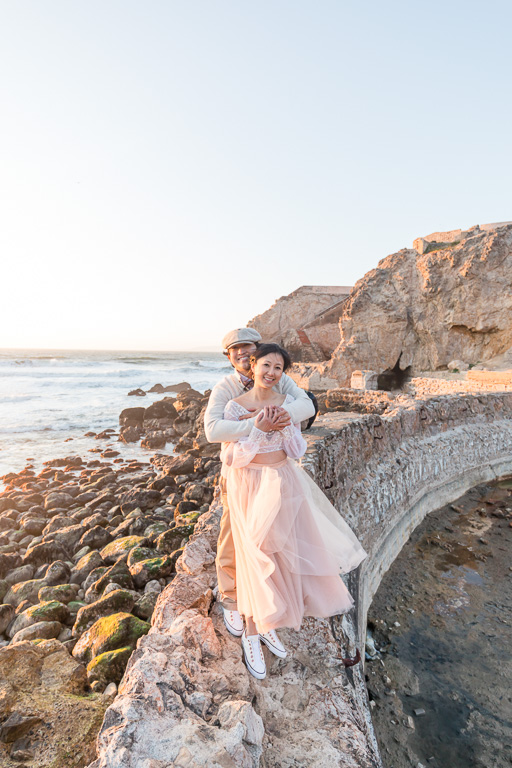 engagement picture by the ocean and cliff