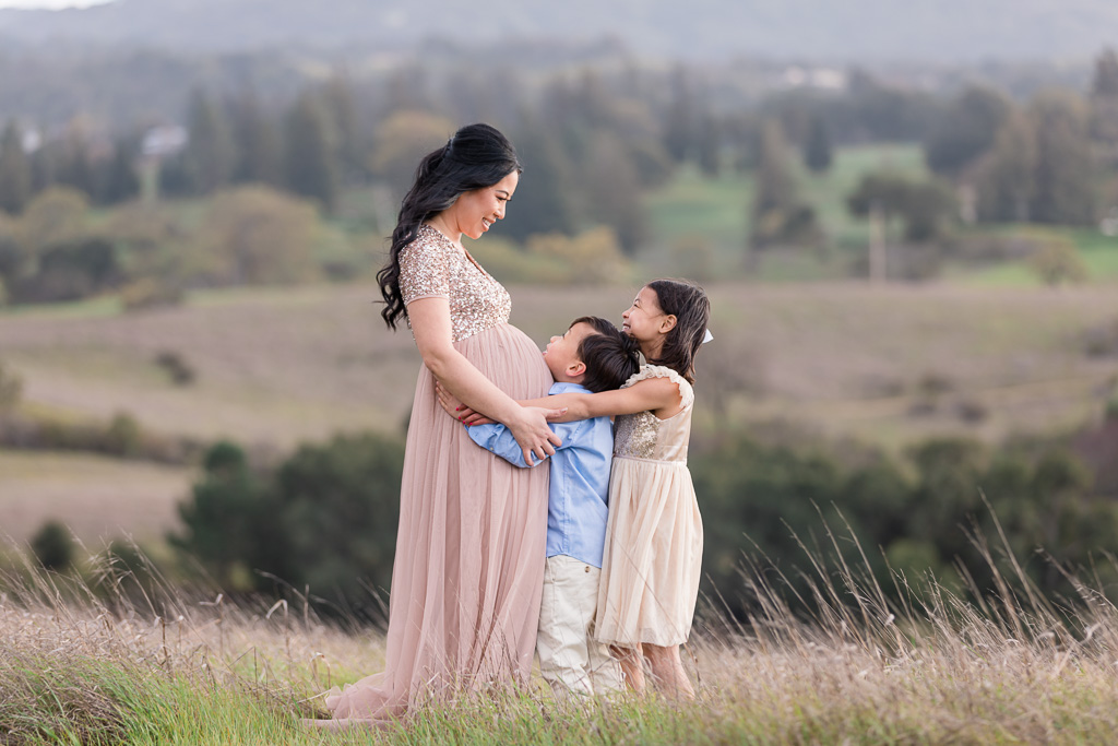 San Francisco sweet outdoor maternity family photo with the kids