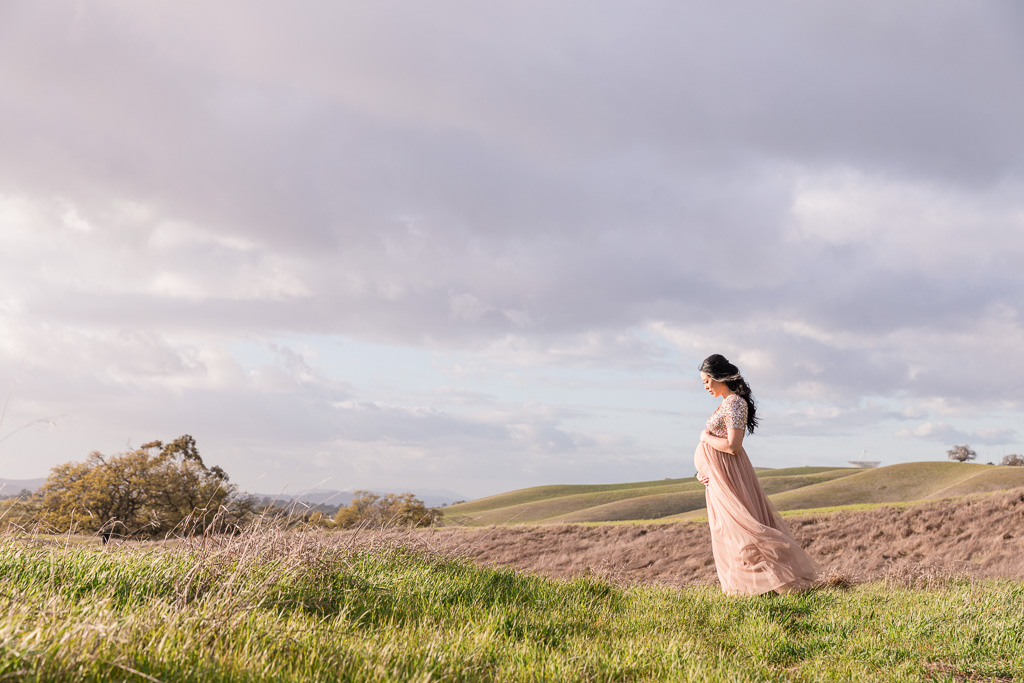 Bay Area outdoor maternity portrait on the rolling hills